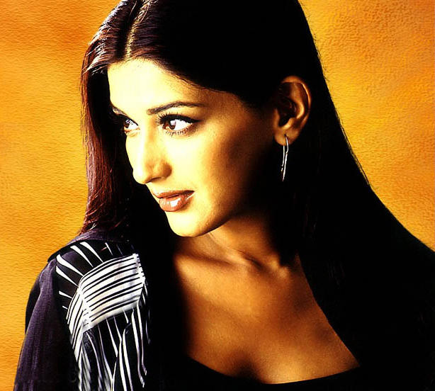 Sonali Bendre cute look wallpaper