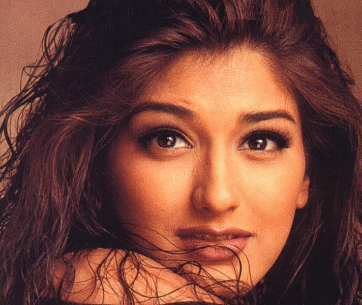 Sonali Bendre glazing eyes look