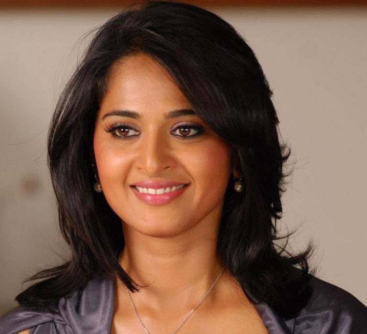 Anushka Shetty sweet smile photo