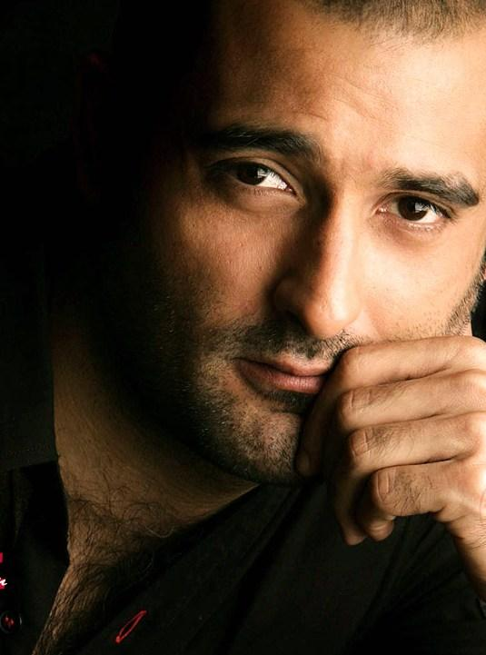 Akshaye Khanna cute look wallpaper