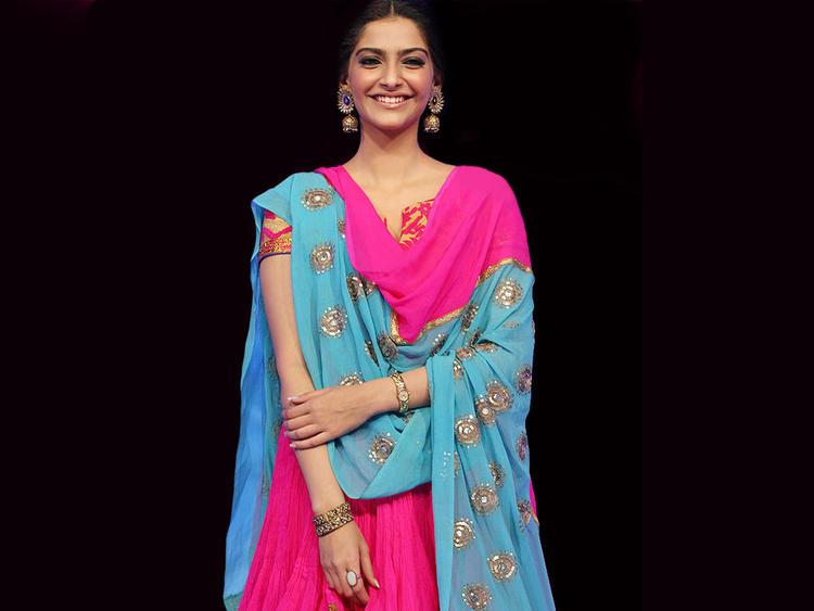 Sonam Kapoor Classic Dopatta Suit