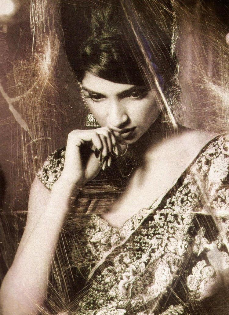 Sonam Kapoor classic pic wallpaper