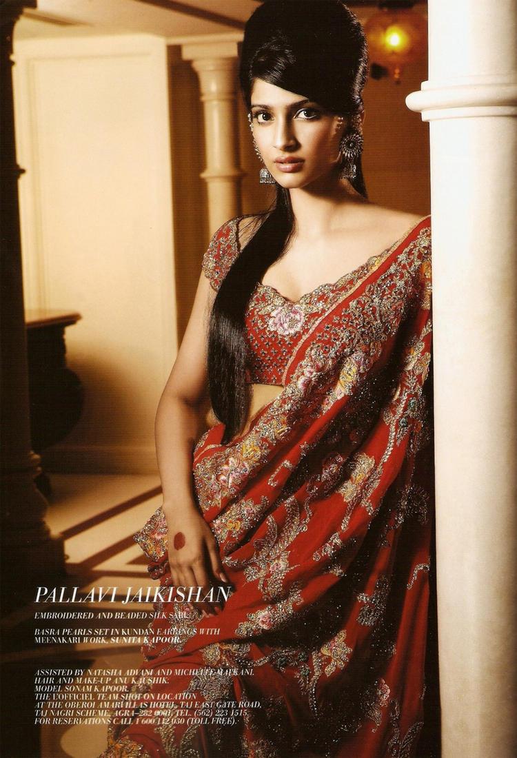 Sonam Kapoor sexy in saree