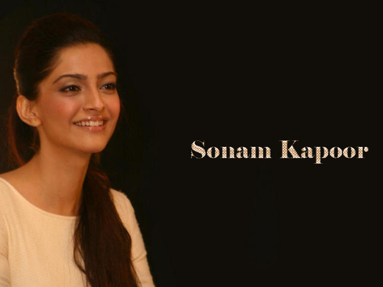 Sonam Kapoor cute smile wallpaper