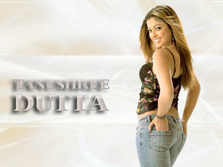 Tanushree Dutta sweet smile wallpaper