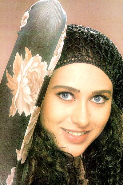 Karishma Kapoor with cute smile