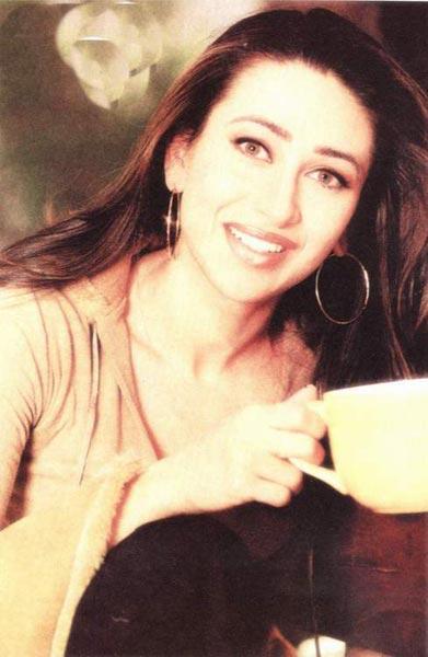 Karishma Kapoor sweet smile pics