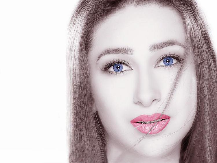 Karishma Kapoor blue eyes look