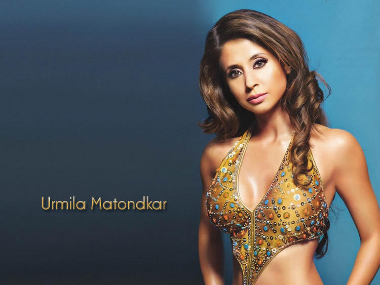 Urmila Matondkar romantic pic wallpaper
