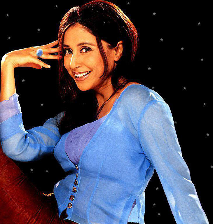 Urmila Matondkar cute look wallpaper