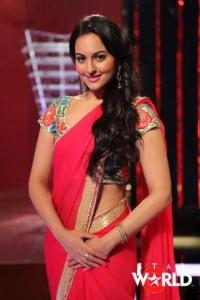 Sonakshi Sinha red hot in saree