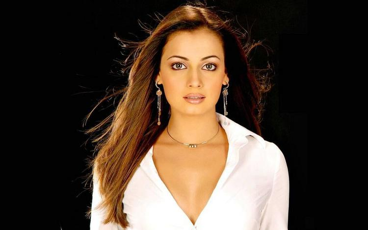 Dia mirza as a simpal actress look