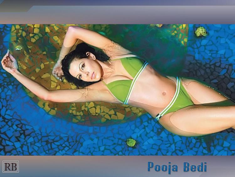 Pooja Bedi in Sexy Bikini
