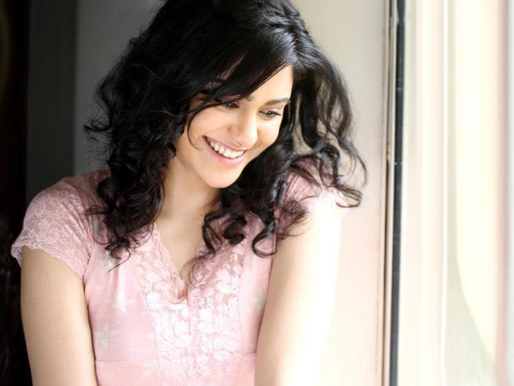 Adah Sharma cute smile pics