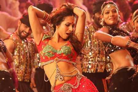 Malaika Arora Khan spicy in Munni Badnaam Hui Song
