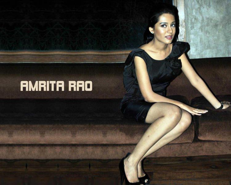 Amrita Rao cute sexy look wallpaper