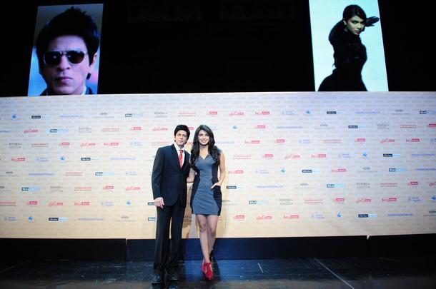 Shahrukh and Priyanka poses to photoshoot