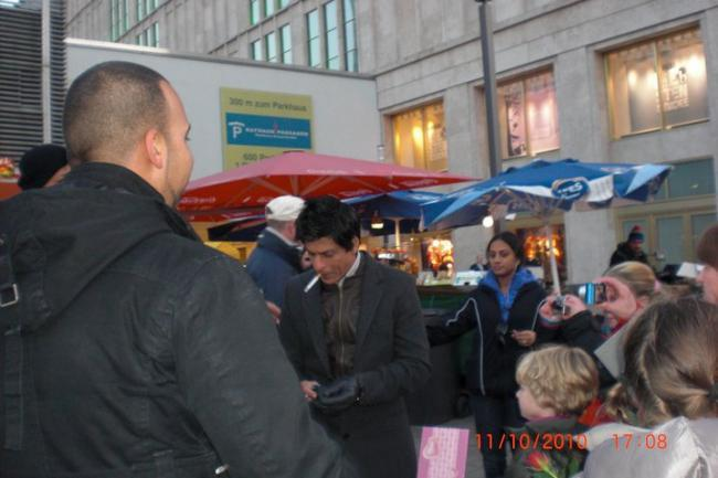 Shahrukh khan on the Sets of Don 2 in Germany