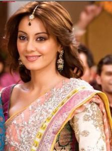 Minissha Lamba looking beautiful in saree