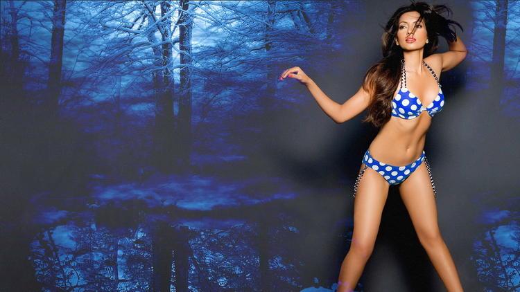 Shama Sikander in bikini spicy pics