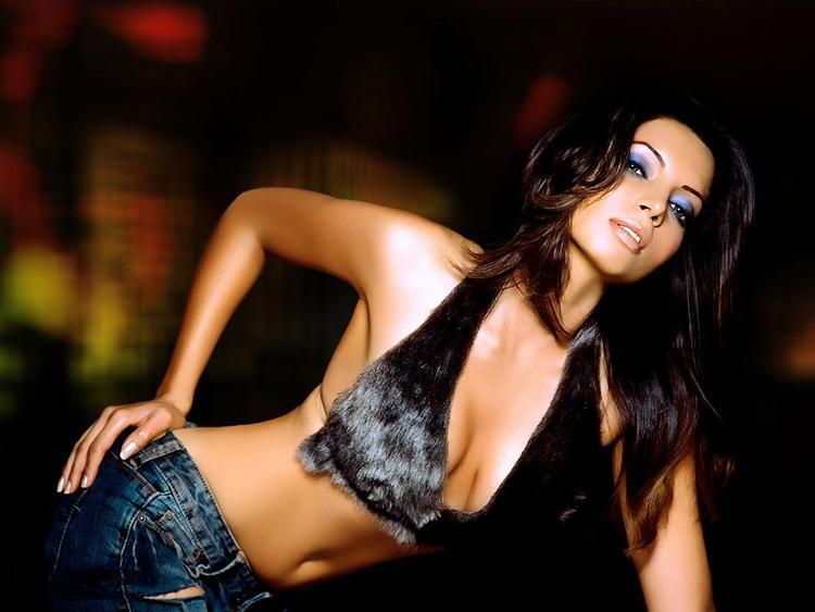 Sexy Shama Sikander hot in bikini