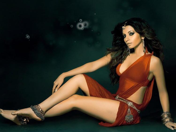Shama Sikander posing hot in bikini