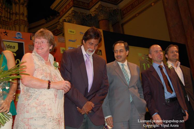 Amitabh Bachchan ready for photo shoot