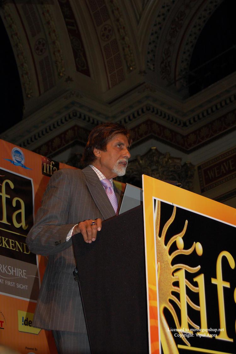 Amitabh Bachchan promoting Global Cool