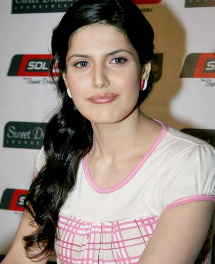 Zarine Khan sexy smile pics
