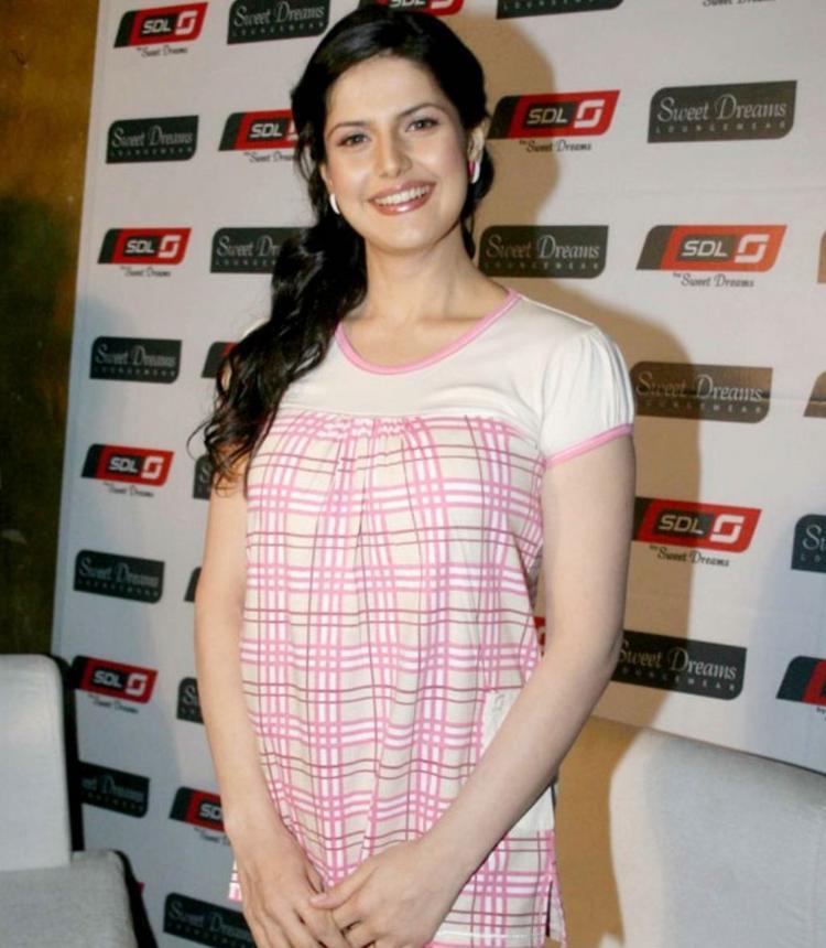 Zarine Khan cute smile images