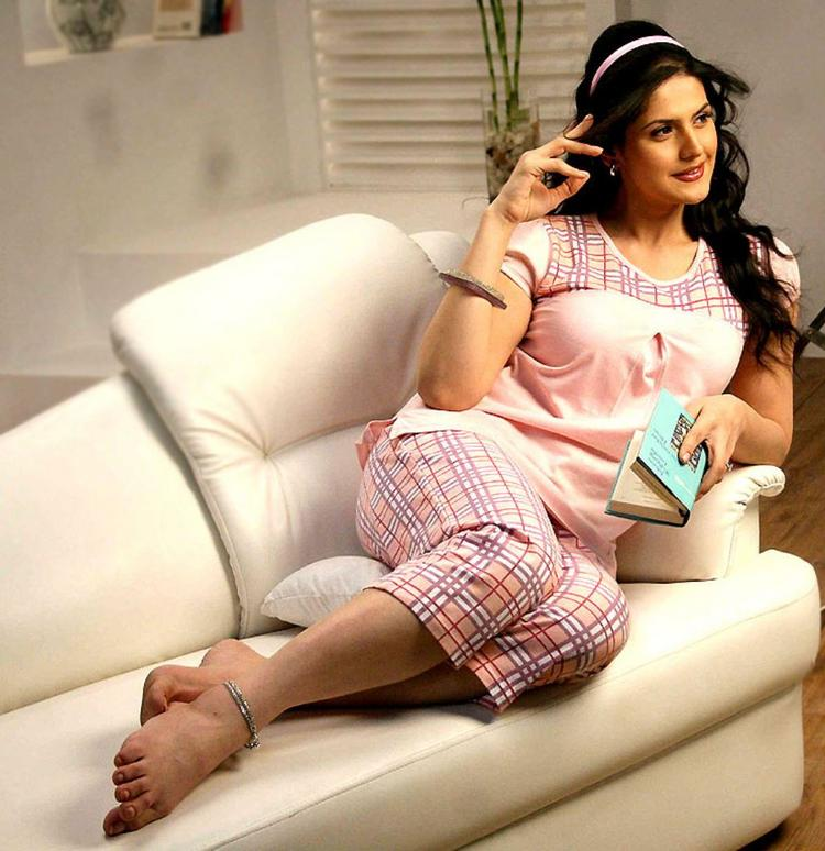 Zarine Khan cute sexy photoshoot