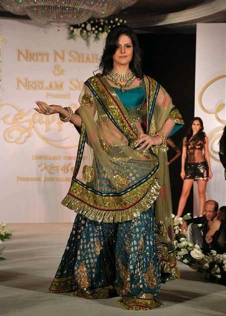 Zarine Khan walks the ramp