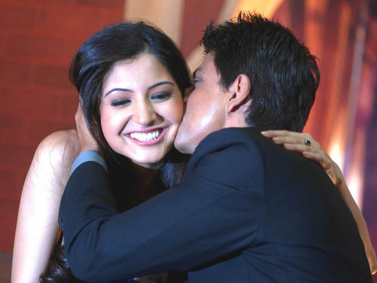 Shahrukh kiss Anushka photo