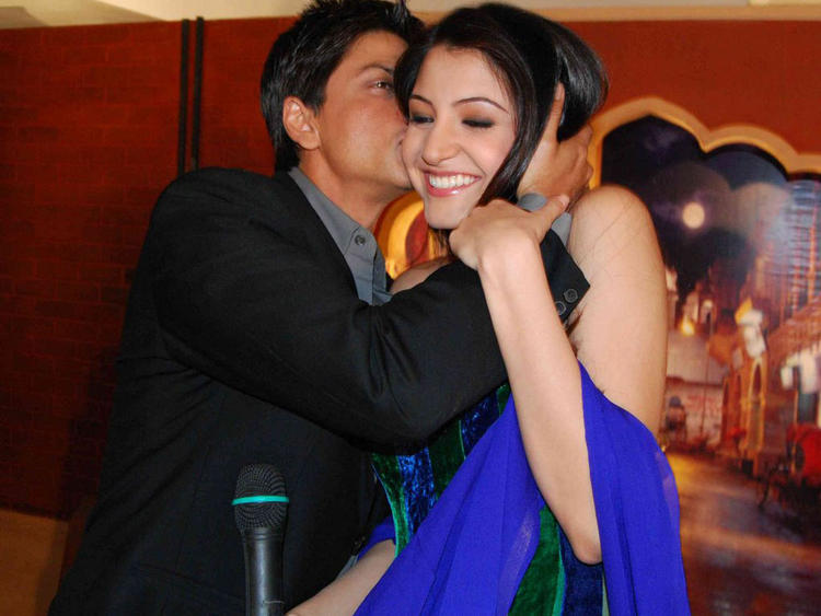 Shahrukh Khan kissing Anushka sharma