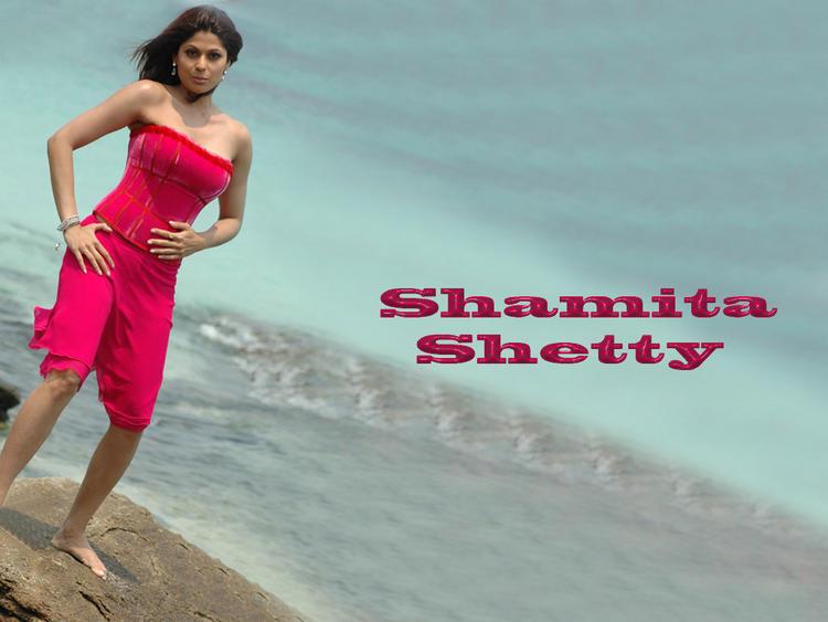 Shamita Shetty spicy and sexy wallpaper