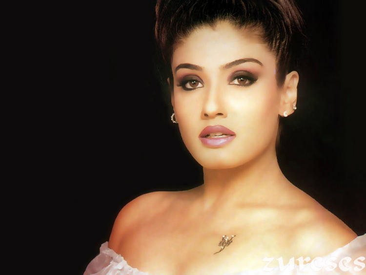 Raveena Tandon sexy and spicy wallpaper