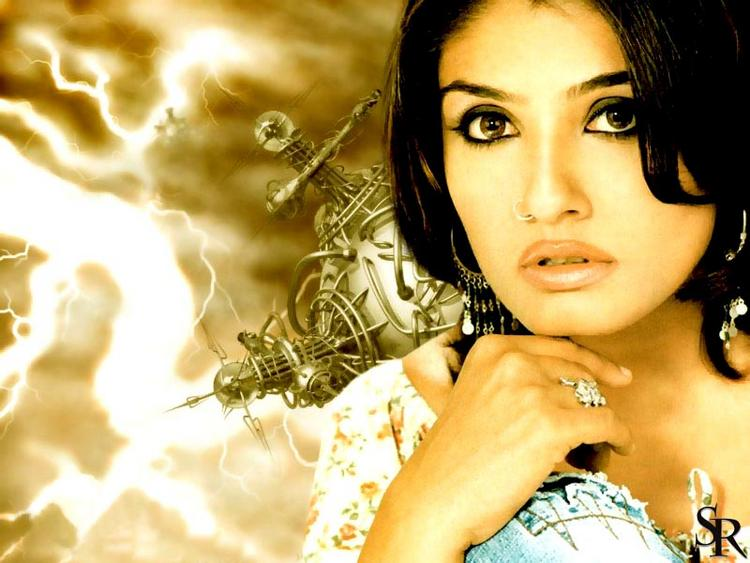 Raveena Tandon hot look wallpaper