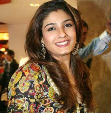 Raveena Tandon sweet smile photo