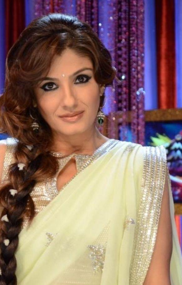 Raveena Tandon look sexy in saree
