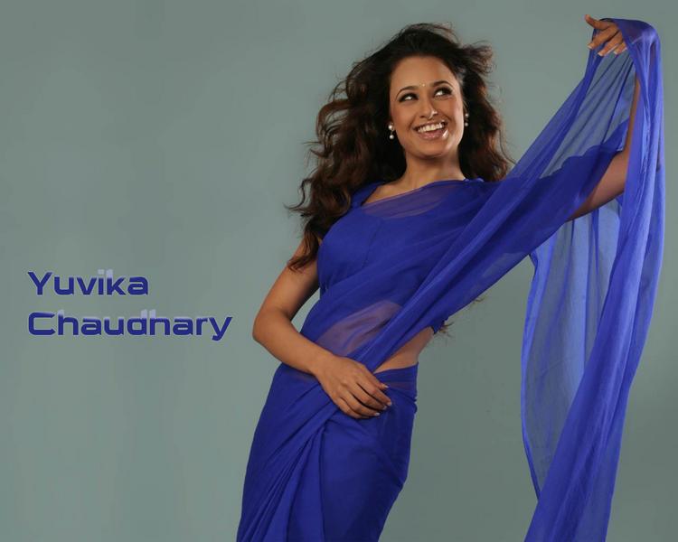 Yuvika Chaudhary look beautiful in saree