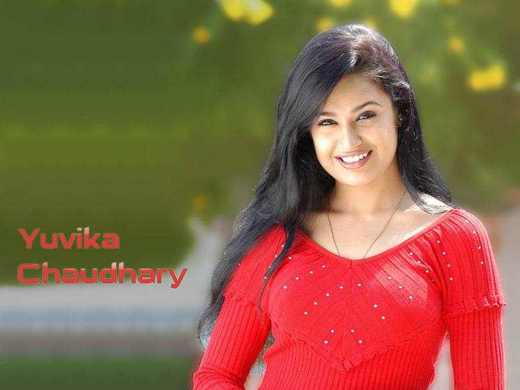 Yuvika Chaudhary cute smilling face