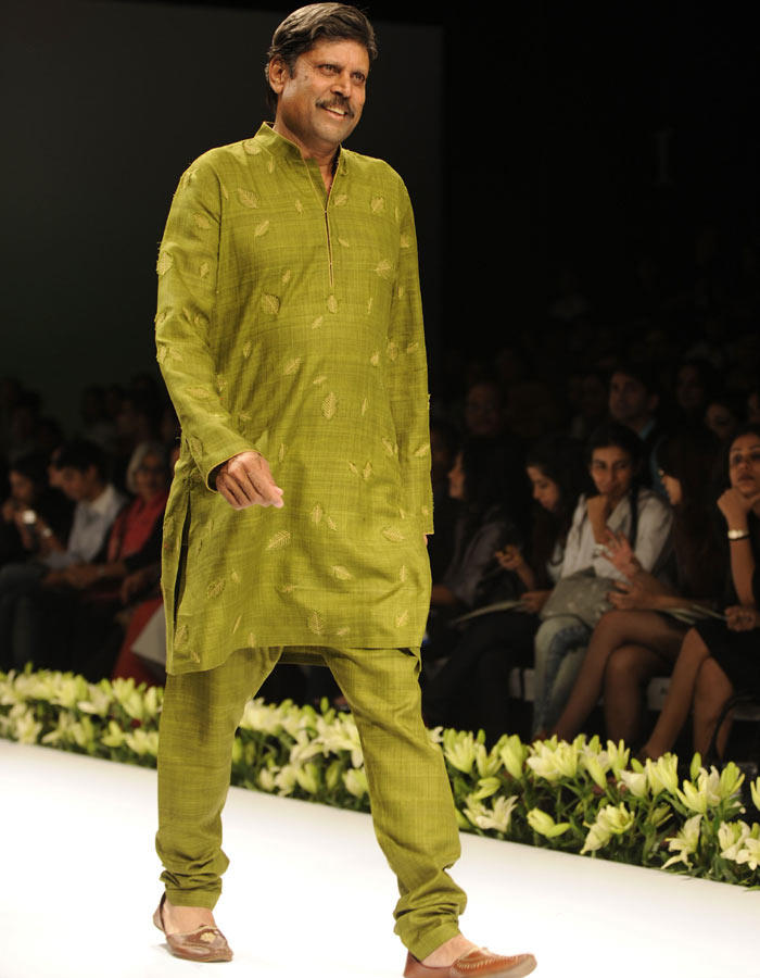 Cricketer kapil dev at Fashion show