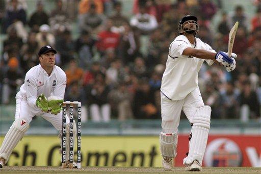 Cricketer Rahul Dravid bating pics