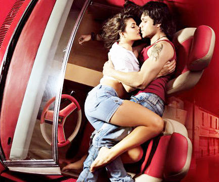 Murder 2 Hindi Movie Emraan Hashmi and Jacqueline Fernandez Kiss Stills