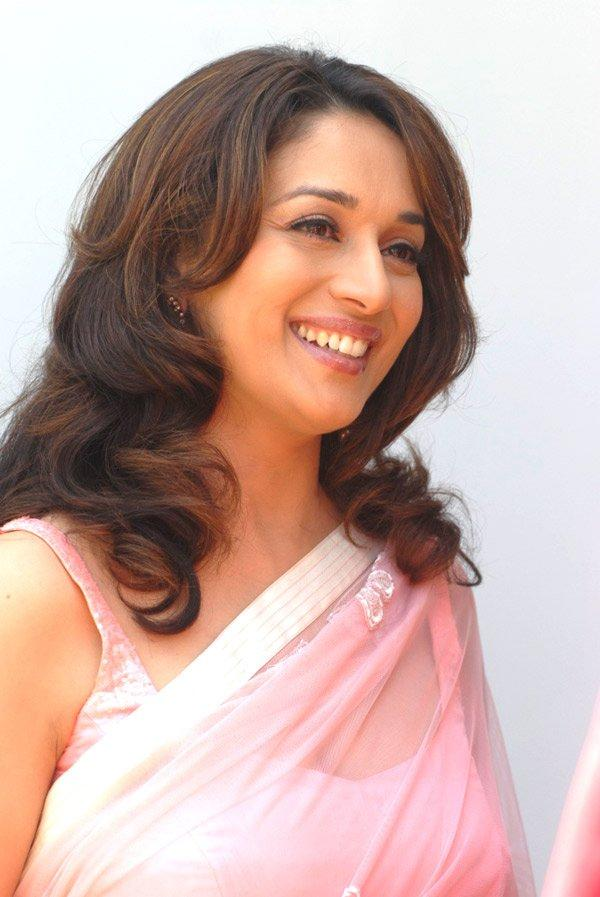 Madhuri Dixit look sexy in pink saree