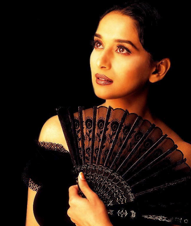 Madhuri Dixit hot face look wallpaper