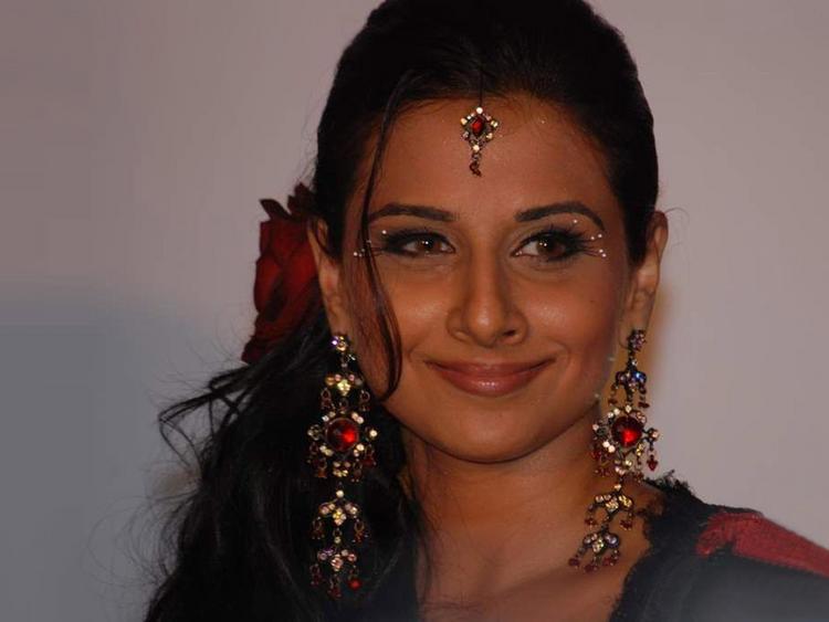 Vidya Balan cute hot images