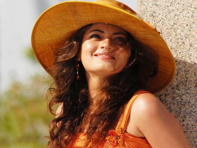 Sneha Ullal sweet smile wallpaper