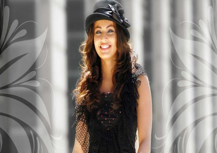 Sneha Ullal with open smile wallpaper