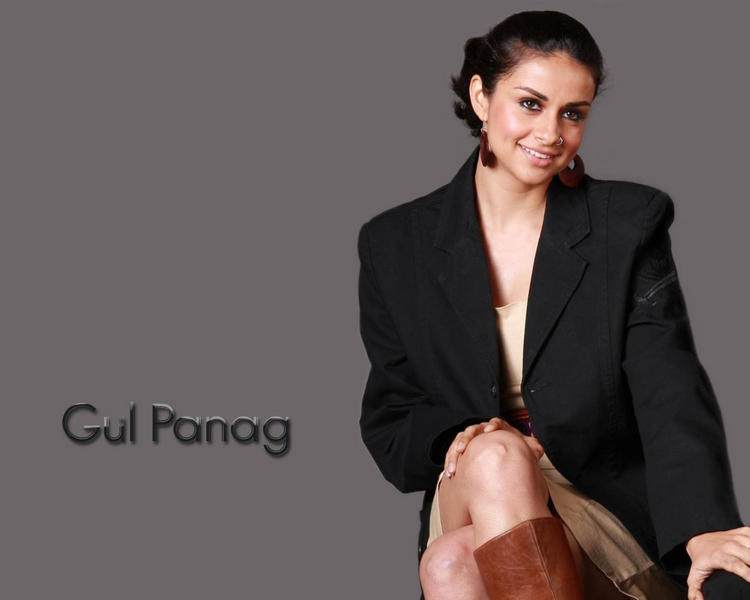 Gul Panag sexy and cute wallpaper